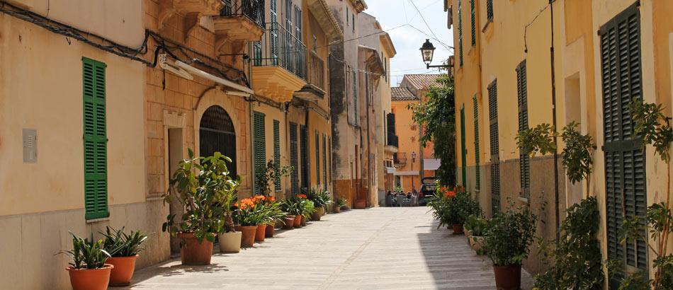 Malerische Straße in Alcudia