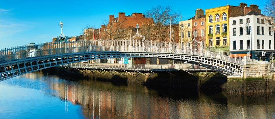 Dublin - Half Penny Bridge über dem Liffey